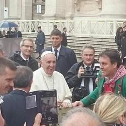 Il folklore orobico conquista il Papa In piazza San Pietro con i Gioppini