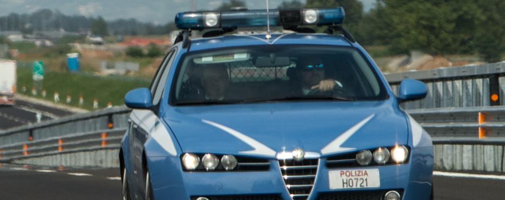 Cavi rubati, azienda resta al buio La polizia scova il furgone: un arresto
