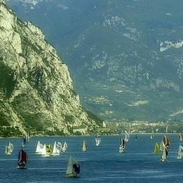 Sorpresi dal maltempo sul lago Salvata coppia bergamasca sul Garda