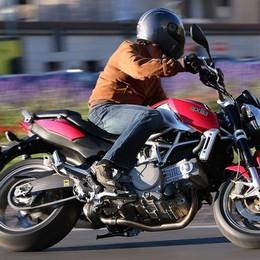 La frenata in moto deve essere una carezza
