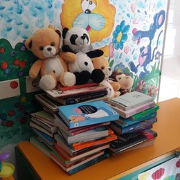 Strappare un sorriso con i libri Il Rotaract li regala al «San Pietro»
