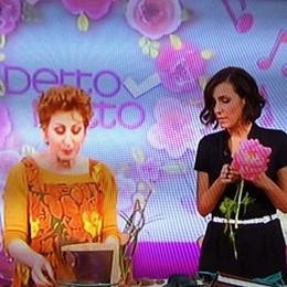 La cantafiorista su Rai Due - Foto/video Rosalba incanta tra musica e fiori