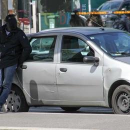 Stazione, vi ricordate i tassisti abusivi? Linea dura a Brescia: 8 auto sequestrate