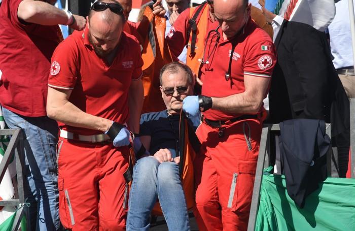 Calderoli trasportato in ospedaleFoto Bedolis
