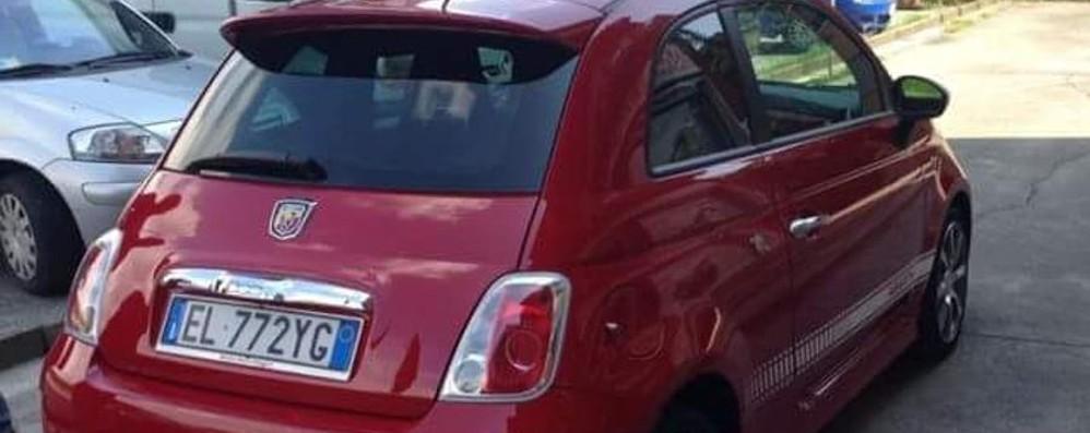 «Hanno rubato una 500 rossa Aiutateci a trovare l'auto di Stefano»