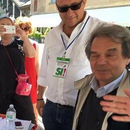 La battaglia referendaria si scalda E Brunetta va al gazebo del Pd
