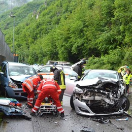 Incidente frontale tra due auto Tre feriti  e code a San Pellegrino