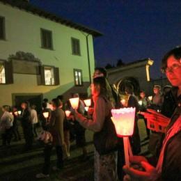 Sotto il Monte saluta don Loris -  Video Corteo di luci e fiaccole fino a Camaitino