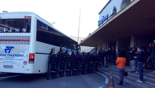 Migranti accampati Ventimiglia, sgombero