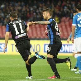 Freuler e Monachello dopo il gol del 2-1