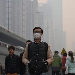 Inquinamento galoppante in Cina: così si vendono bottiglie di... aria pura