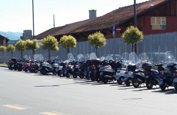 Via Bono e gli spazi per le moto