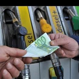 Carburante più caro e niente bollo? Non conviene a chi viaggia molto