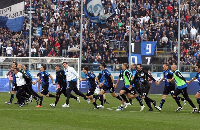 La festa alla fine di Atalanta-Fiorentina 2-0 del 2012