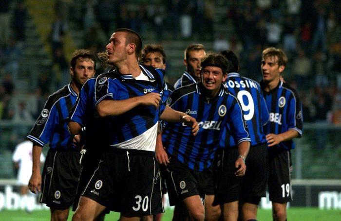 L'esultanza di Belllini dopo il gol: alle sue spalle si riconoscono Ganz, Siviglia, Donati, i gemelli Zenoni e Rossini
