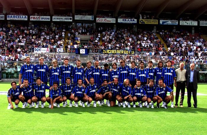 L'Atalanta 2000/2001: Bellini è il secondo giocatore accosciato da sinistra
