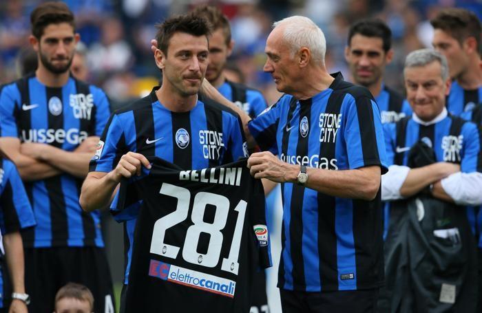 Antonio Percassi regala a Bellini la maglia con il numero 281, le presenze record in serie A
