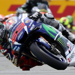 MotoGp: Lorenzo, vittoria in solitario Rossi, secondo, le due Ducati cadono