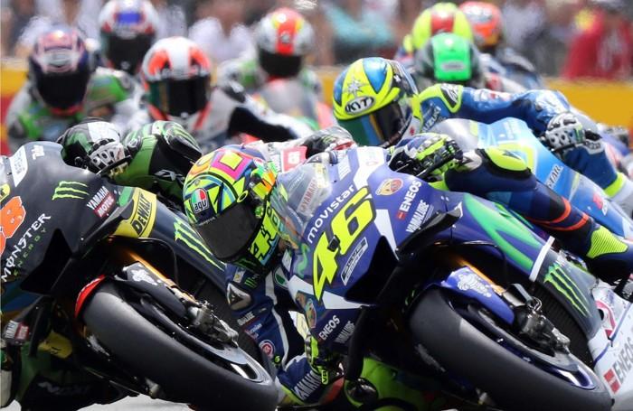 Valentino Rossi nel «traffico» di Le Mans