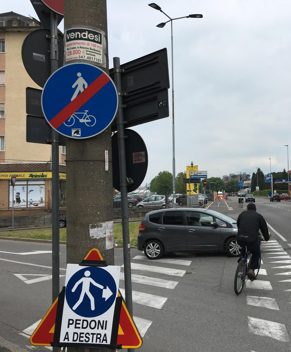 Il pericoloso incrocio con via Rovelli sulla ciclabile Seriate-Bergamo