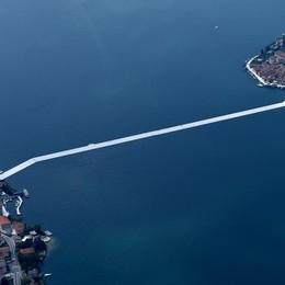 La strada sull'acqua vista dal cielo Video reportage in elicottero - Guarda