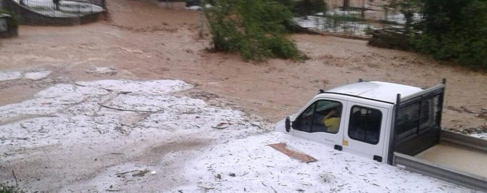 Furia maltempo, strade e case allagate Il Cherio esonda sulla statale - Fotovideo
