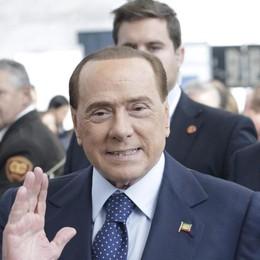 Berlusconi, l'intervento è riuscito È durato  4 ore: il post su Facebook