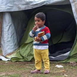 Migranti: Grecia sgombera tendopoli