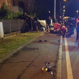 Auto ribaltata a Suisio Un morto e quattro feriti