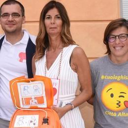 Un defibrillatore in dono  alla palestra della Ghisleni