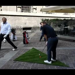 Gara di golf tra le pietre di Città Alta Bergamo si trasforma in un green