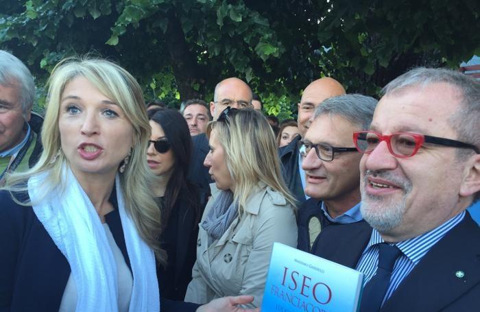 Viviana Beccalossi, Claudia Terzi e Roberto Maroni