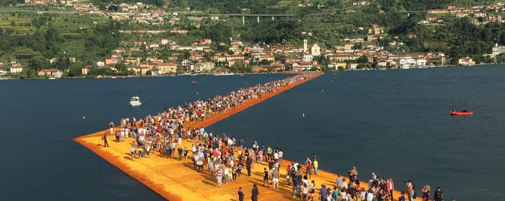 Passerella di Christo, 55 mila persone Un successo mondiale – Diretta video