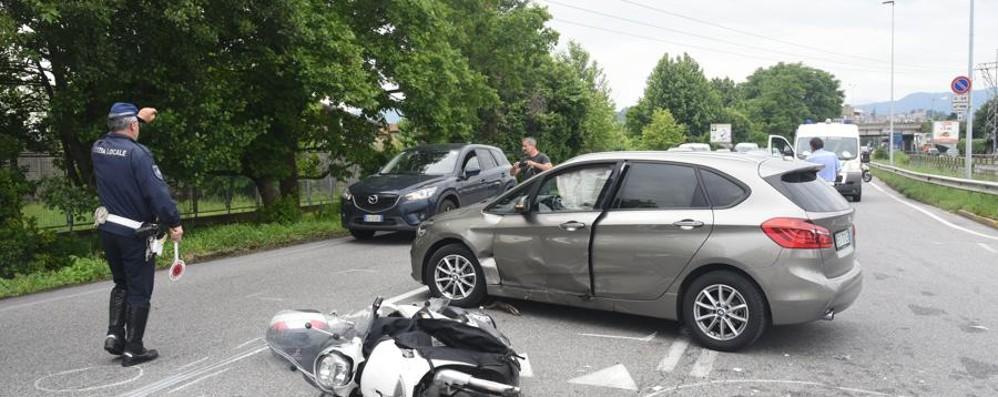 Scontro auto-scooter in via Zanica Muore l'avvocato Nino Scopazzo