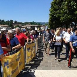 Sarnico fa il pienone per Christo Battelli pieni, il sole aiuta i visitatori