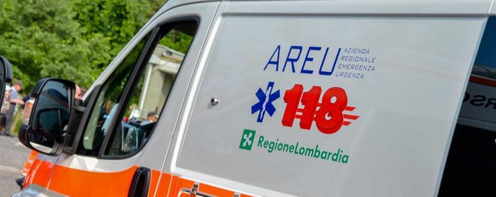 Cade in piscina, congestione Bambino  salvato a Osio Sotto