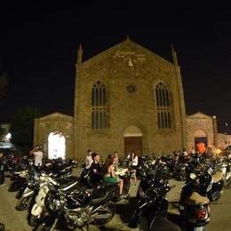 Città Alta assediata dalle moto E la polizia locale chiude un occhio