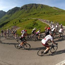 Domenica la Maratona delle Dolomiti Sono 132 i bergamaschi in sella: i nomi