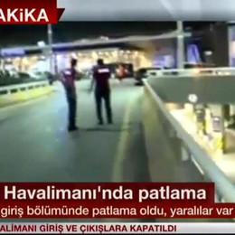 Kamikaze all'aeroporto di Istanbul È strage: «Almeno  28  morti, decine i feriti»