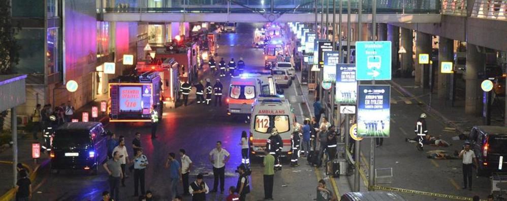 Istanbul, strage all'aeroporto - Video Attentatori uccidono 41 persone
