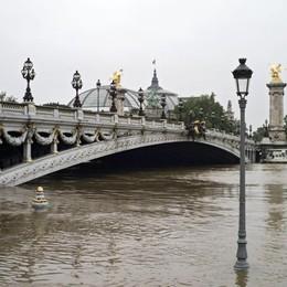 La piena della Senna a 6 metri e cresce Si temono ancora morti. Louvre chiuso