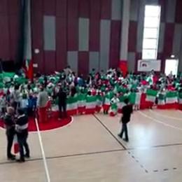 Quattrocento bambini cantano l'Italia A Bonate Sopra un video emozionante