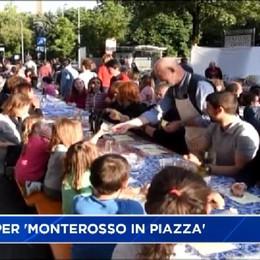 Cena in piazza a Monterosso