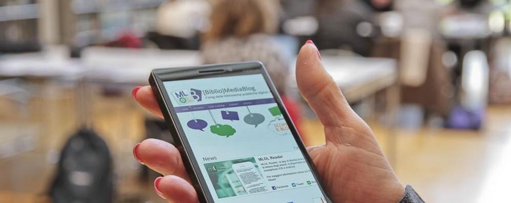 Lo smartphone torna tra i banchi   «Il divieto a scuola è fuori dal tempo»