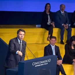 Renzi: «Non toccheremo l'Iva» Fischi per il premier a Confcommercio