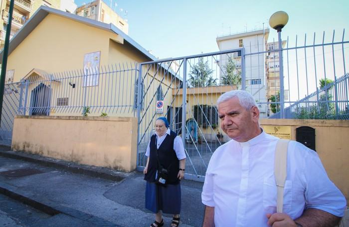 Il vescovo Beschi alla sede delle suore Poverelle