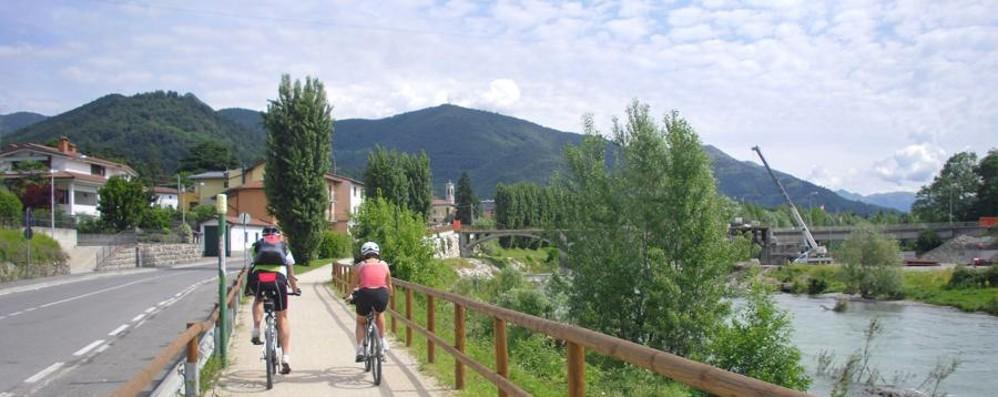 Rapina sulla pista ciclabile di Alzano Minacciata e ferita a un polso per 20 euro