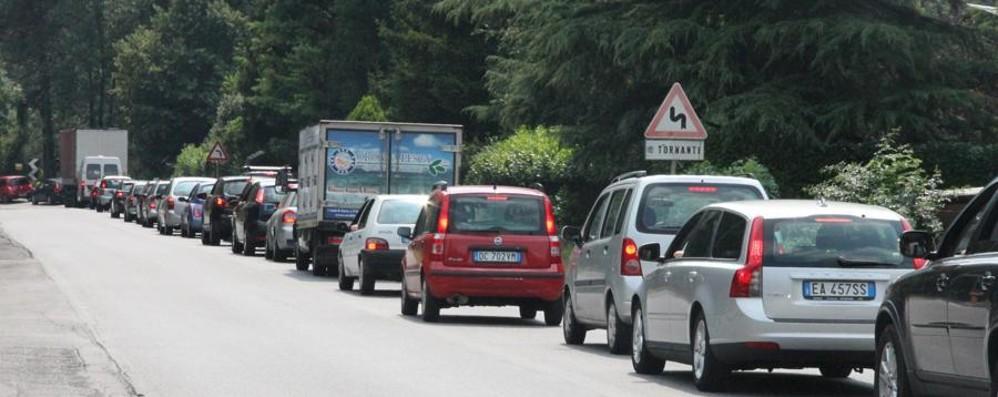 Rientro in coda dopo il week end Traffico al rallentatore in Valseriana