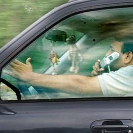 Cellulare in auto: rischi col vivavoce Mani libere, ma... la testa è occupata