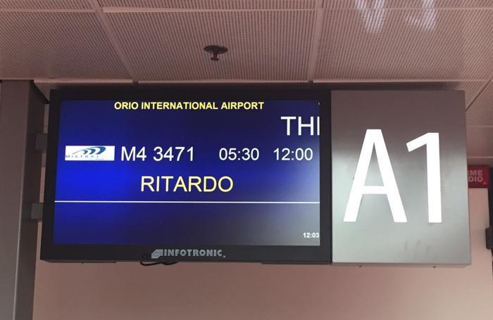 Maxi ritardo, poi il volo oggi è stato cancellato
